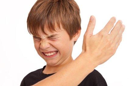 Kann die Ohrfeige gegen ein Kind durch Notwehr gerechtfertigt sein?